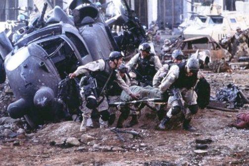 بالگرد ساقط شده آمریکایی در فیلم سقوط شاهین سیاه