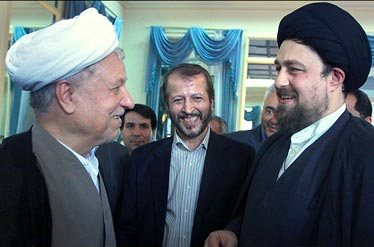 هاشمی و حسن خمینی و دانشجو